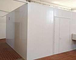 Divisória de pvc com porta