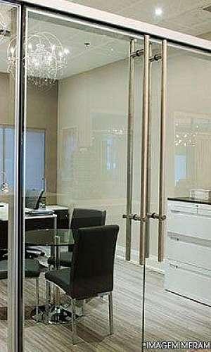 Divisoria de escritorio com porta