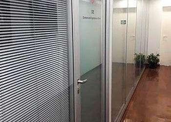 Divisória de vidro com persiana em São Paulo
