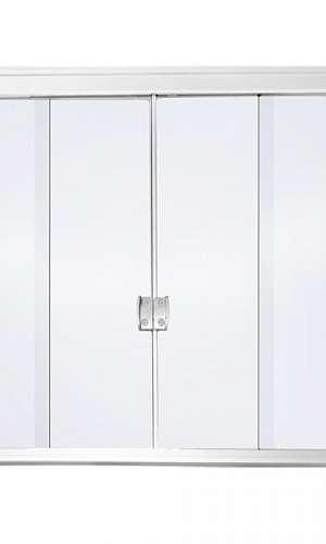 Divisória de vidro com porta de correr