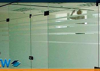 Divisória de ambiente em vidro